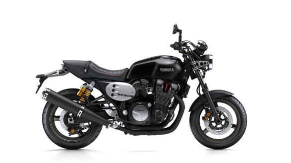 2015-Yamaha-XJR1300-EU-Midnight-Black-Studio-002