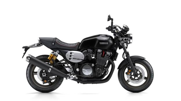 2015-Yamaha-XJR1300-EU-Midnight-Black-Studio-002