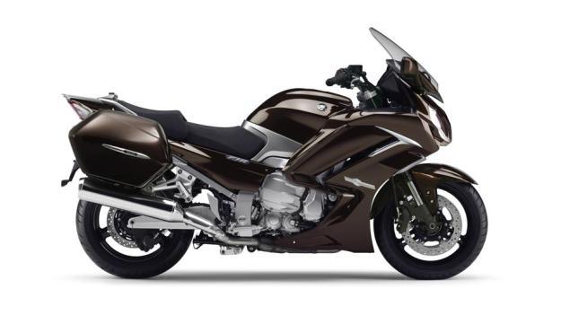 2015-Yamaha-FJR1300AE-EU-Magnetic-Bronze-Studio-002