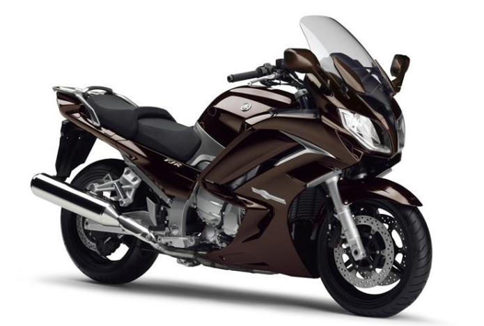 2015-Yamaha-FJR1300A-EU-Magnetic-Bronze-Studio-001