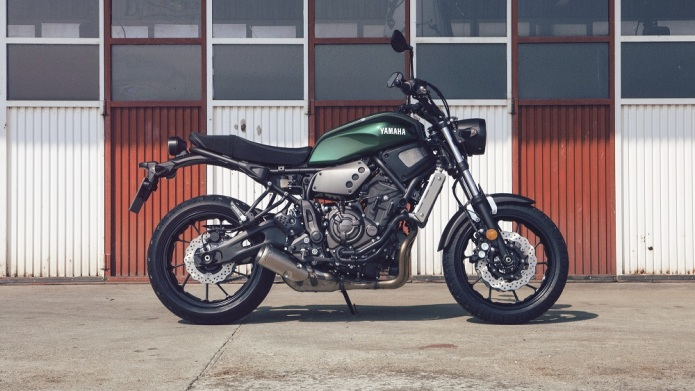 2016-Yamaha-XSR700-EU-Forest-Green-Static-002